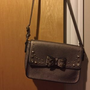 A crossly body purse